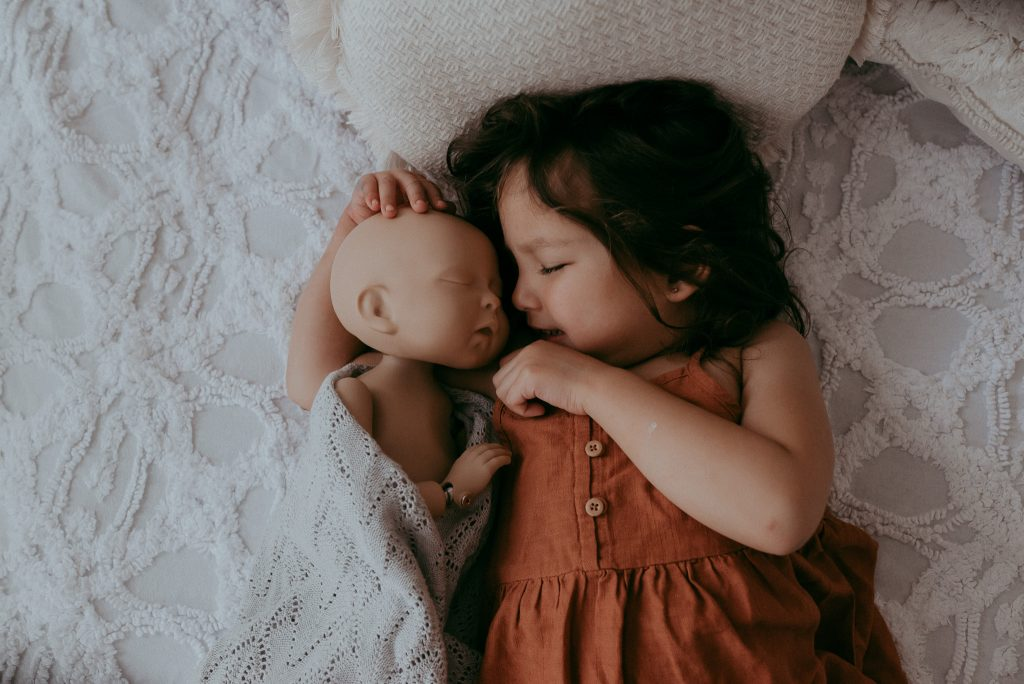 newborn and sibling how to photograph